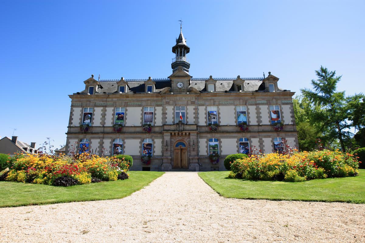 Ville jumelée avec La Wantzenau (France, Alsace) et Bad Windsheim (Allemagne)